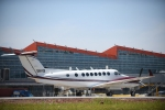 하롱베이 인근 번돈 국제공항, 첫 비행기 착륙